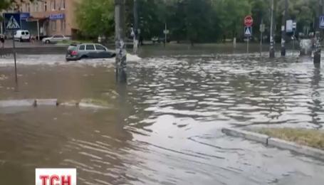 Хвиля потужних злив йде Україною