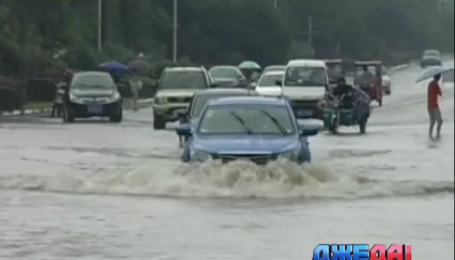 В Китае затопило 30 городов