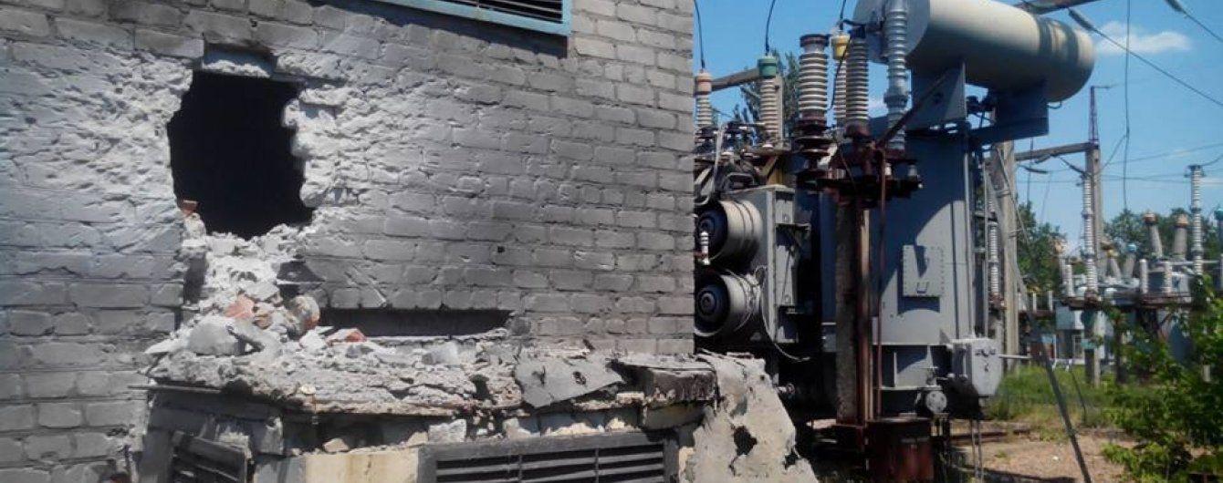 Бойовики обстріляли дитсадок та розтрощили стіну електропідстанції у Майорську