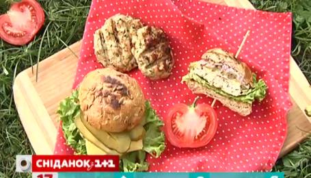 Рецепт бургера із індичкою та овочами від Руслана Сенічкіна