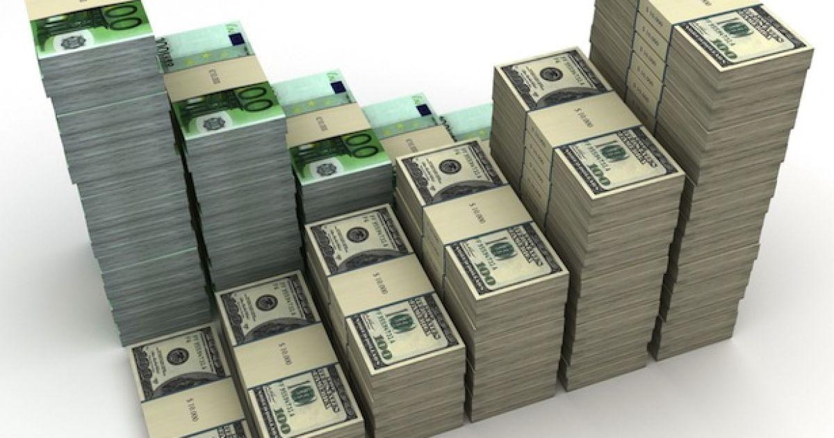 """Доллар и евро """"разбежались"""" от гривны в разные стороны – курсы валют НБУ на 19 августа"""