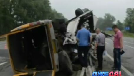 Пять человек пострадали в аварии на трассе Киев - Чоп