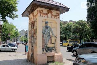 """В Одессе старые трансформаторные будки """"оживили"""" разноцветными рисунками"""