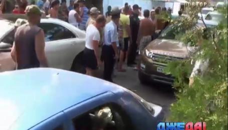 Отдыхающие по трое суток стоят на крымских проходных