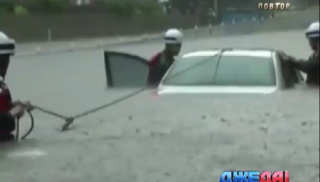 Из-за сильных дождей затопило Шанхай