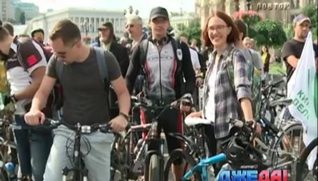 Более 300 киевлян поехали на велосипеде на работу