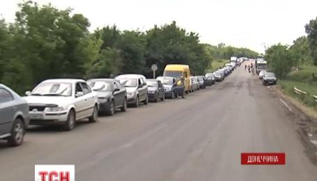 На виїзді з окупованої території біля Артемівська утворилися величезні затори