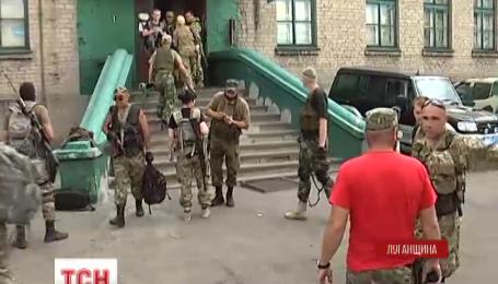 Бойцам «Торнадо», которые забаррикадировали на базе на Луганщине, дали время до завтра