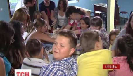 Дети-переселенцы поблагодарили киевлян за гостеприимство