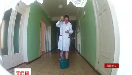 Журналистка «ТСН-Тиждень» ради эксперимента устроилась санитаркой в одну из районных больниц
