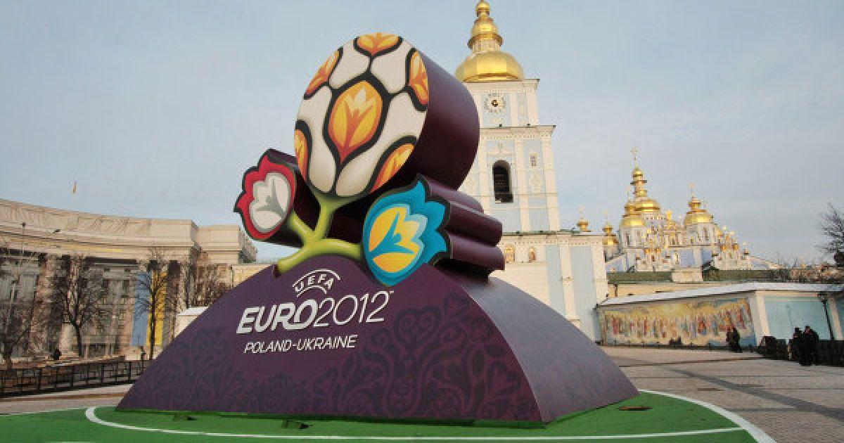 Україна досі витрачає півмільйона гривень на чемпіонат з футболу Євро-2012 – ЗМІ