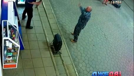 Российский пьяница украл на заправке две бутылки с водой