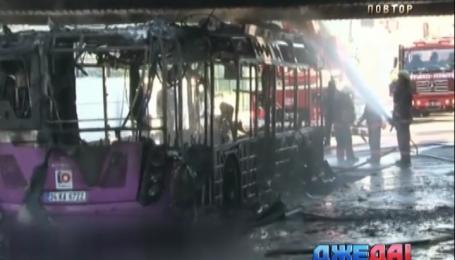 В центре Стамбула взорвался туристический автобус