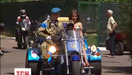 Поранений учасник АТО виїхав на власне весілля з військового шпиталю