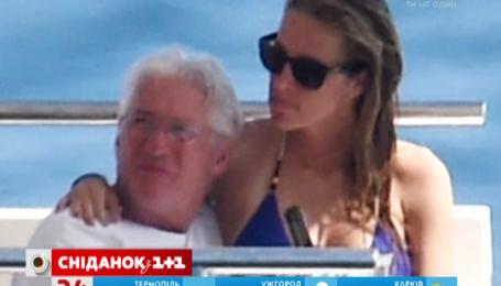 Ричард Гир более года скрывал новую возлюбленную