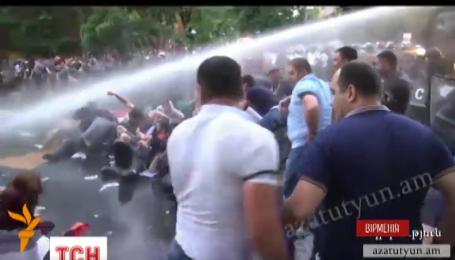 Армянские власти поставили протестующим ультиматум