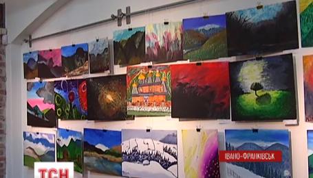В Ивано-Франковске выставили картины, написанные бойцами АТО