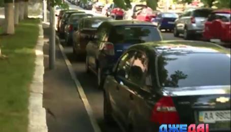 Работники столичной прокуратуры игнорируют правила парковки