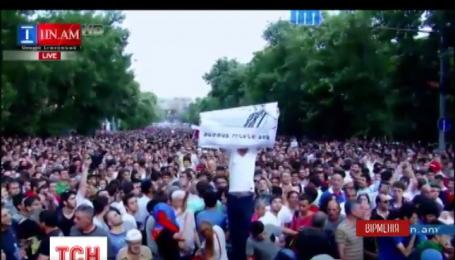 Вірменська влада погрожує протестантам новим розгоном