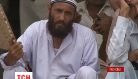 Почти две сотни людей ежедневно умирает в Пакистане от жары