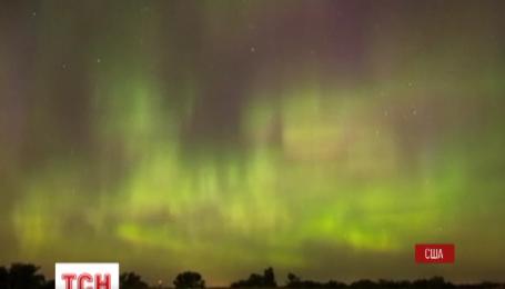 Мощная вспышка на Солнце вызвала массовое северное сияние в небе по всему миру