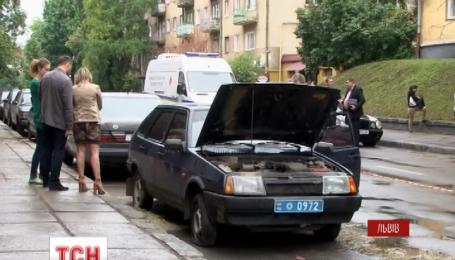 Во Львове неизвестные взорвали служебный автомобиль уголовного розыска