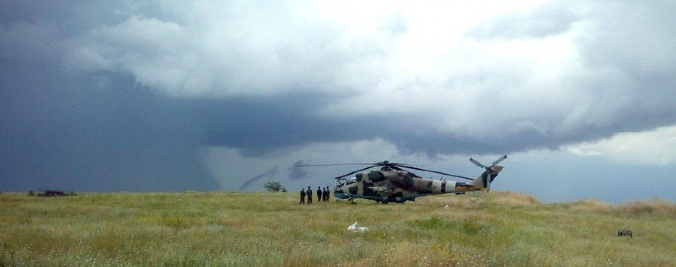 """АН-24 """"Руслан"""" привіз в Україну три бойові вертольоти"""