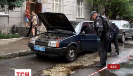 Во Львове возле райотдела милиции взорвали автомобиль уголовного розыска