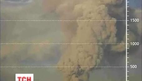 Трикілометровий стовп попелу та диму викидає перуанський вулкан «Убінос» на півдні країни