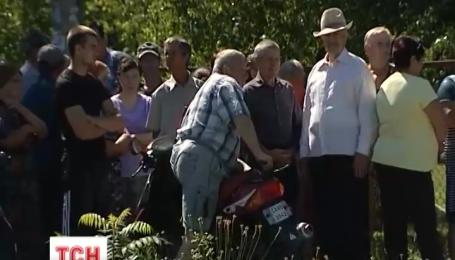 На Черкащині люди, доведені до відчаю станом доріг, збираються блокувати роботу Облавтодору