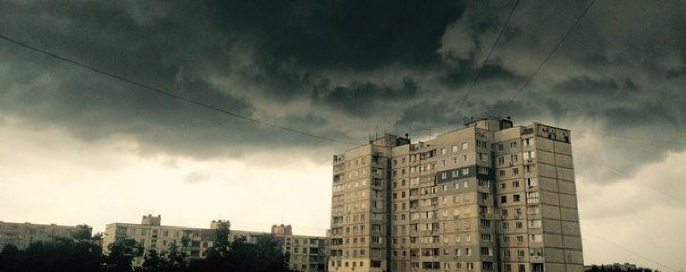 На Івано-Франківщині десятки населених пунктів залишися без електрики через непогоду