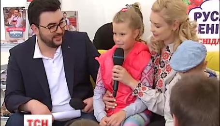 Ведущий канала 1+1 Руслан Сеничкин презентовал свою вторую кулинарную книгу