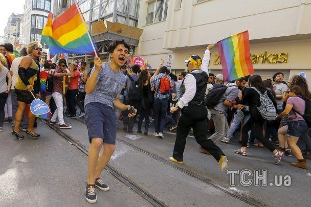 У Стамбулі поліція жорстко розігнала гей-парад