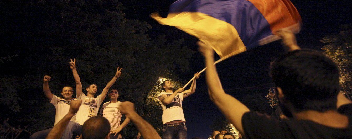 У Вірменії спецслужби схопили лідера опозиційної партії