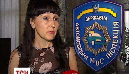 """У Києві легковик наїхав на """"зебрі"""" на жінку з коляскою"""