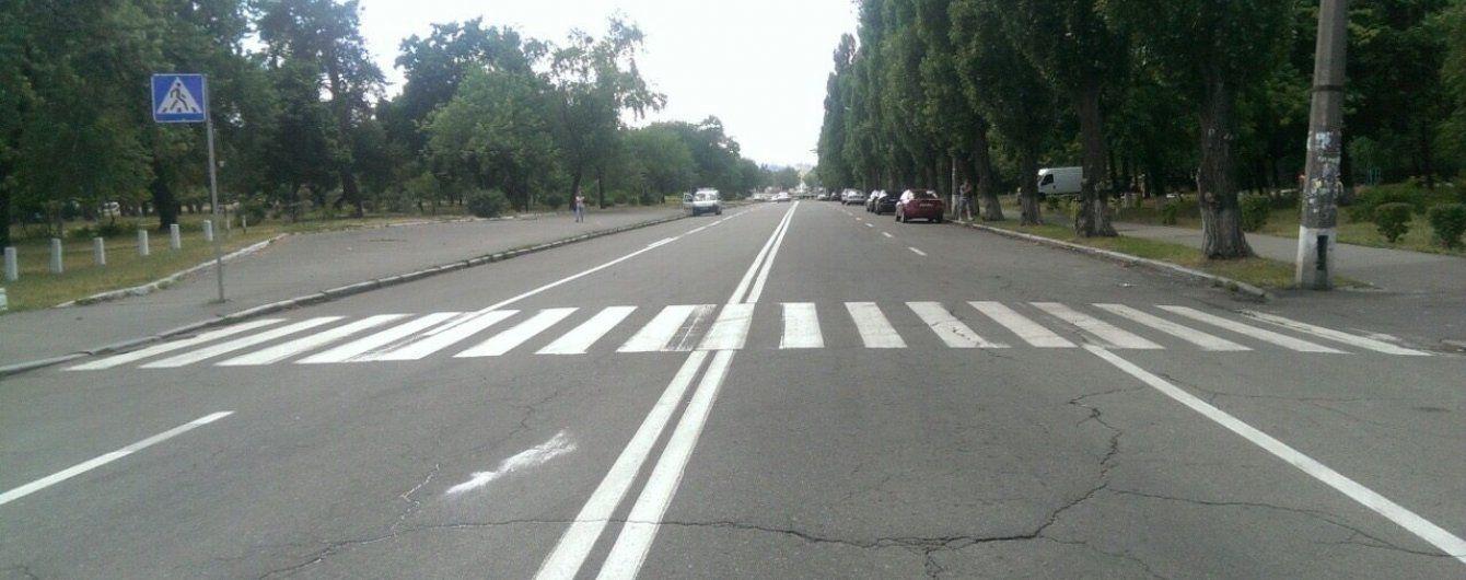 На Житомирщині легковик збив двох дівчат-підлітків на пішохідному переході