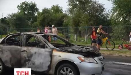 В Луцке во время движения посреди улицы взорвался автомобиль