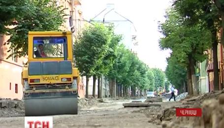 У Чернівцях одну з центральних вулиць ремонтують вже чотири роки
