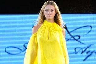 HFW: гипюровые платья и струящиеся комбинезоны в коллекции Юлии Айсиной