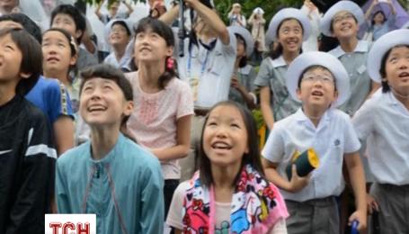 Тисяча японців під дощем святкували додавання 1 секунди до часу