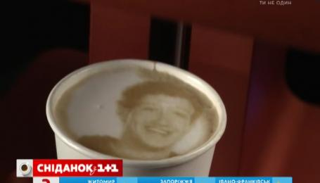 В Ізраїлі розробили 3D принтер, який малює портрети на кавовій пінці
