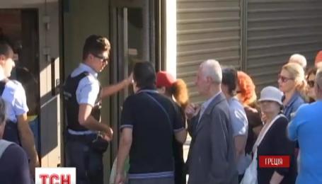 Очереди у банкоматов выстраиваются в Греции с самого утра