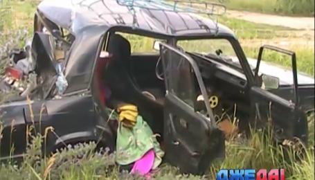 На Днепропетровщине фура раздавила припаркованную на обочине легковушку