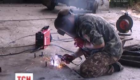 Николаевские волонтеры взялись ремонтировать мобилизованную технику