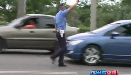 Одесские автоинспекторы сдали жезлы и вышли на патрулирование