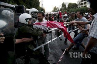 В Афинах массово митингуют противники и сторонники ЕС, доходит до стычек