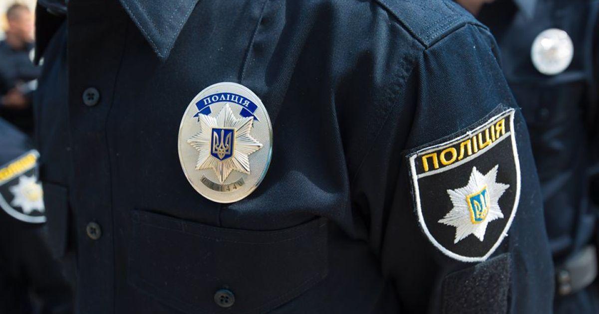В Киеве больной гепатитом мужчина куском стекла порезал себе шею в маршрутке