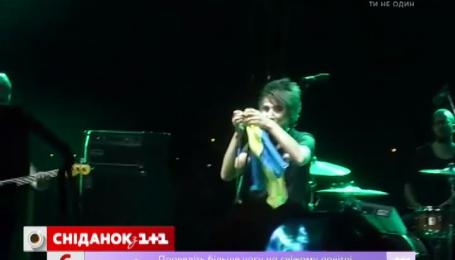 Земфиру осудили за то, что она пела с украинским флагом в руке