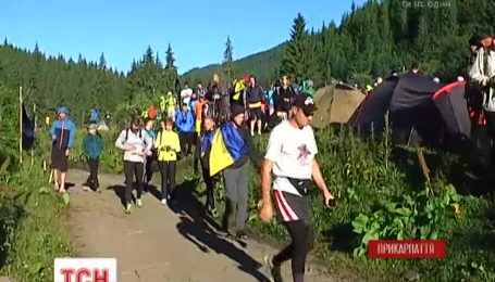 Майже чотириста атлетів-аматорів з усієї України пробігли Чорногірським хребтом