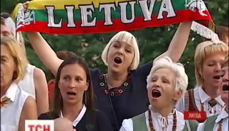 Литовці по всьому світові заспівали свій національний гімн